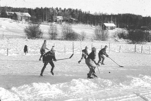 Ishockey på Limsjön 1960-tal.