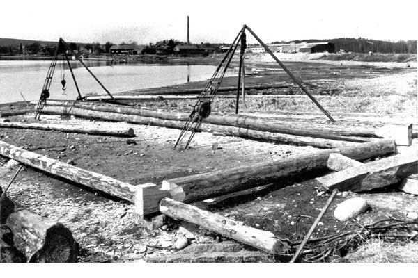 Tibble Båthusets första stockvarv 1975.