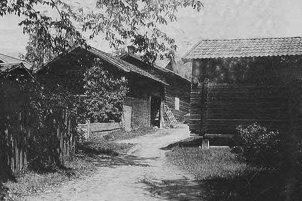 Boställsgattu  Nygårdsgården i fond, 1914.