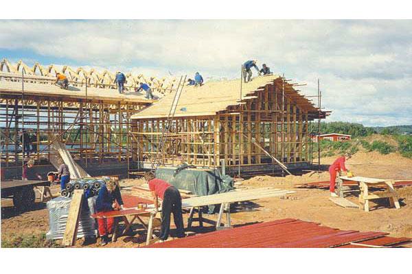 Tibble bystuga byggs 1989 på frivillig väg.
