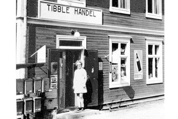 Tibble handel Tibble handel fanns 1960-83. Gunborg Hans på bilden.
